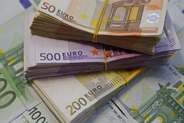 افزایش نرخ دلار، قیمت یورو و پوند کاهش یافت